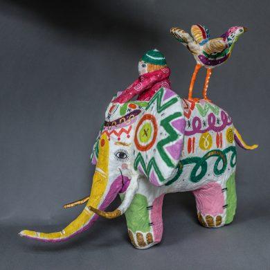 Elefant mit Vogel